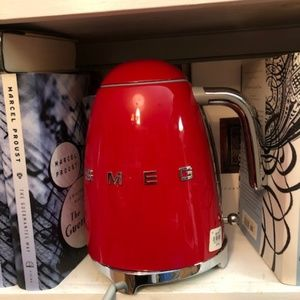 SMEG RED ELECTRIC KETTLE BRAND NEW OUT OF BOX